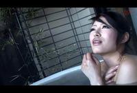 温泉でおばさんに種付けナンパ!!01