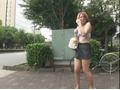 【野外KICHI露出】40 ブサカワ女の徘徊露出 パンティ&ブラ丸出しの街中徘徊で笑ってごまかすしかない。